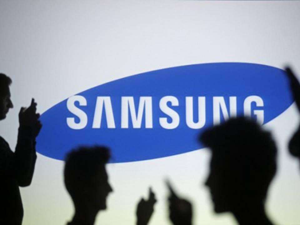 Apple и Samsung  не разлить водой!